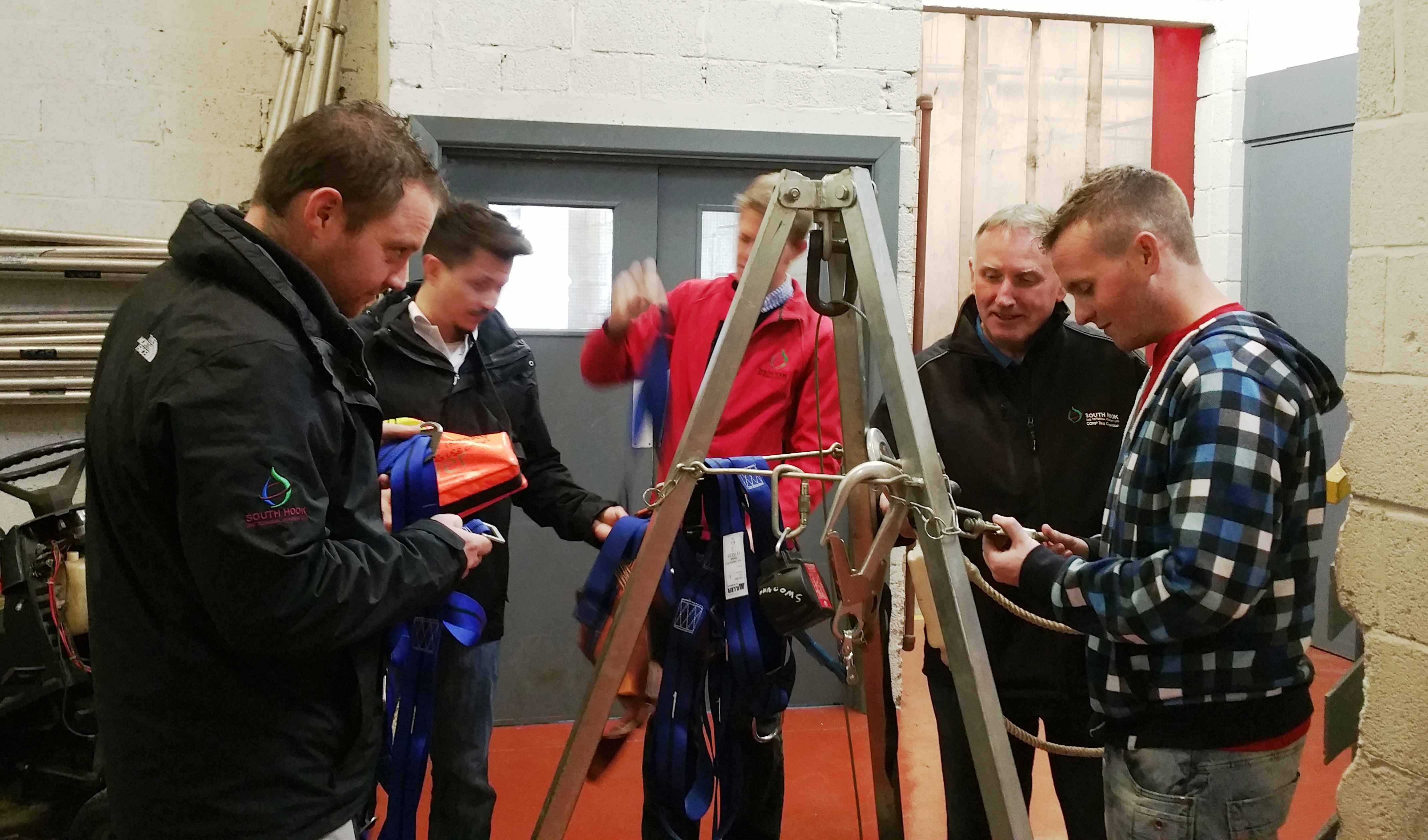 Delegates are familiarised with a tripod used for Confined Space  rescue