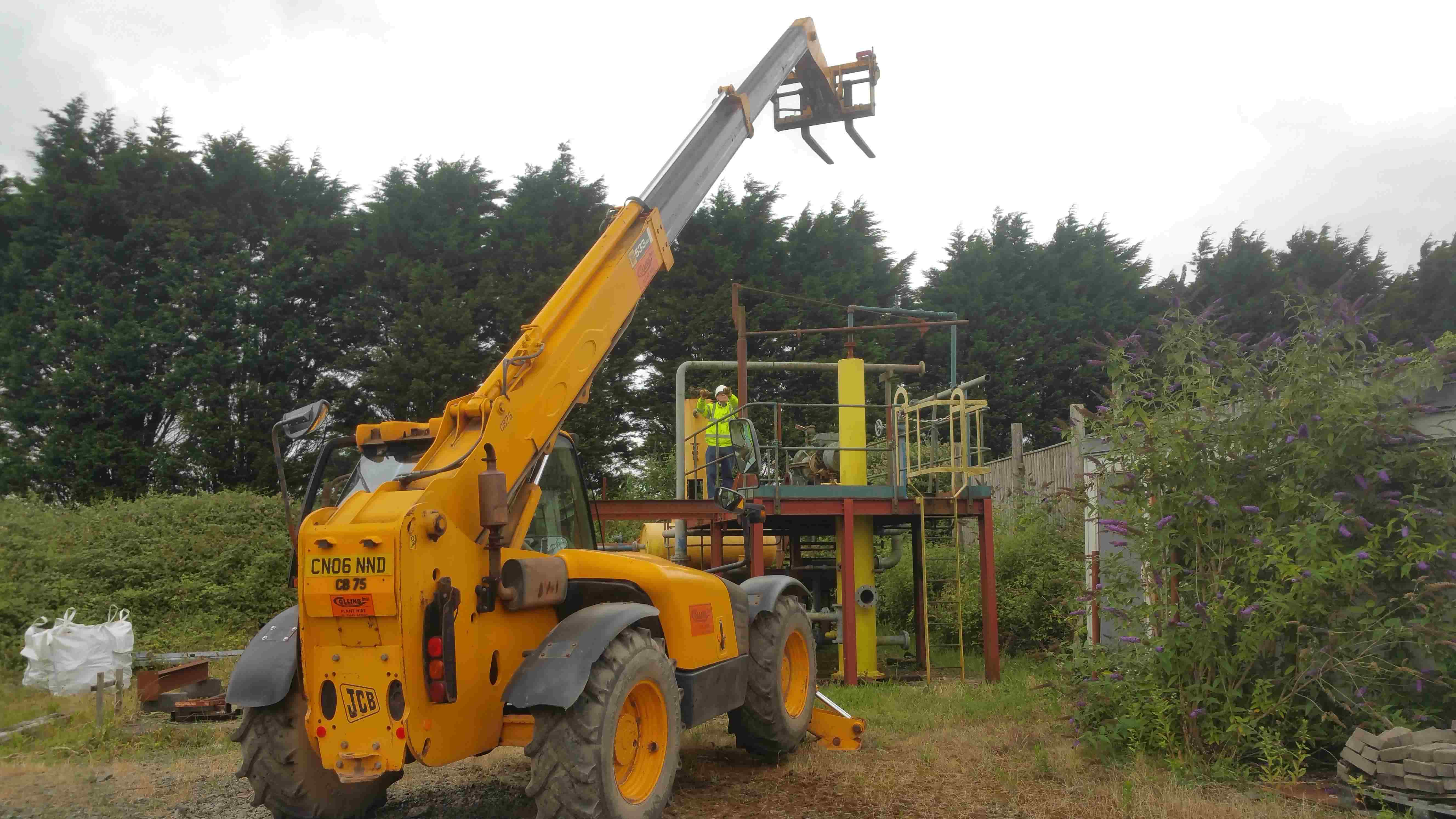 A delegate refreshing his QualPass Telehandler qualification being put through his paces at our Centre