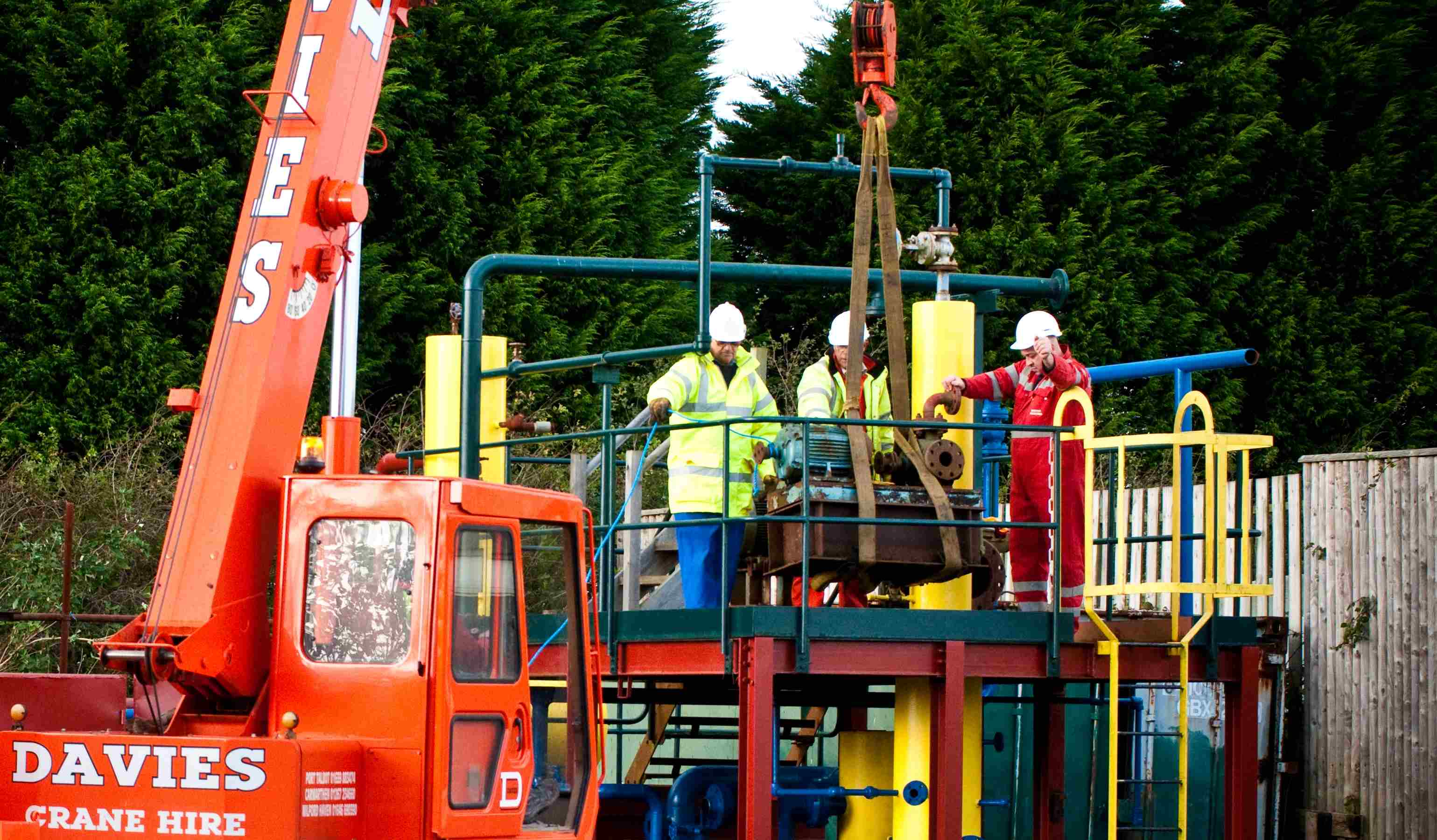 The second day of a Novice Slinger Signaller course and delegates are putting their theory training into practice